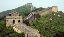 1. Cina - Negeri tirai bambu sejauh ini memuncaki daftar popularitas negara tujuan investasi di dunia. Sebanyak 45 persen dari 150 perusahaan multinasional yang dilibatkan dalam jajak pendapat menyebut Cina sebagai negara idaman. Beberapa sektor yang menjadi primadona adalah telekomunikasi, otomotif dan konstruksi.