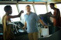 CAPTAIN PHILLIPS (2015) Sebagai kapten armada kapal kargo, Hanks harus menghadapi perompak Somalia di perairan Afrika. Hanks pun harus merasakan bagaimana perihnya ditembaki, disandera, terluka dan hal kurang mengenakkan lainnya. Masih mau bepergian bersama Tom Hanks?